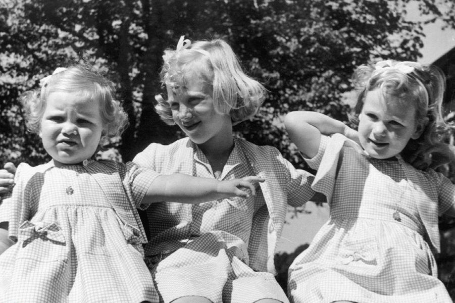 La princesse Anne-Marie de Danemark avec ses grandes soeurs en 1948