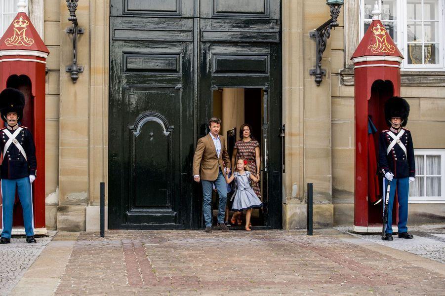 La princesse Mary et le prince Frederik de Danemark avec leurs jumeaux à Copenhague, le 15 août 2017