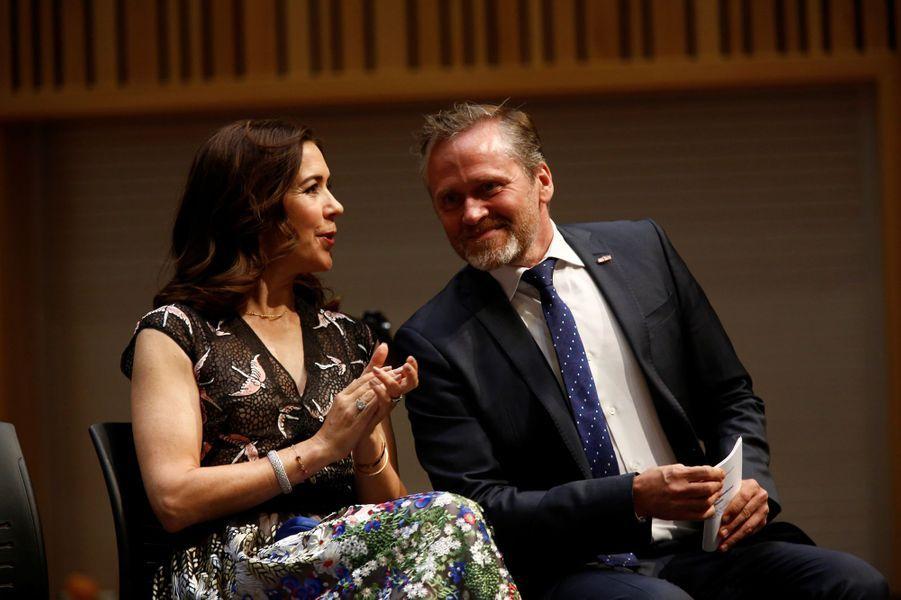 La princesse Mary de Danemark avec le ministre des Affaires étrangères danois Anders Samuelsen à Seattle, le 3 mai 2018