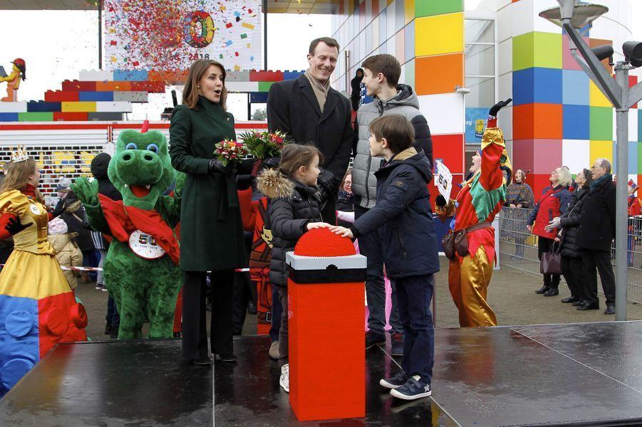 La princesse Marie et le prince Joachim de Danemark avec les princes Felix et Henrik et la princesse Athena au Legoland Billund, le 24 mars 2018
