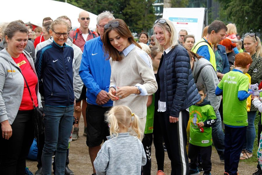 La princesse Mary de Danemark à la course de relais pour enfants Fri for Mobberi à Copenhague, le 10 juin 2017
