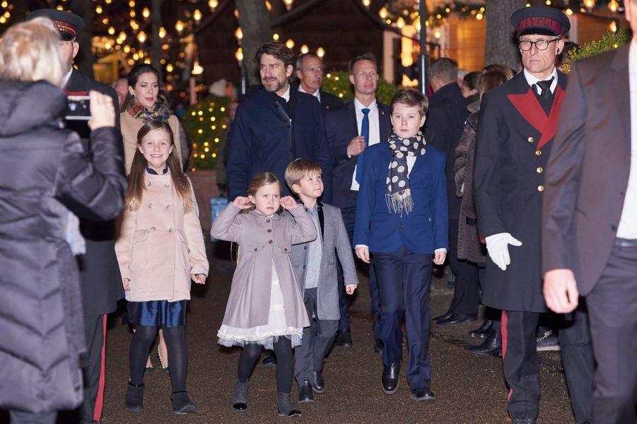 La princesse Mary et le prince Frederik de Danemark avec leurs enfants Christian, Isabella, Joséphine et Vincent à Copenhague, le 1er décembre 2016