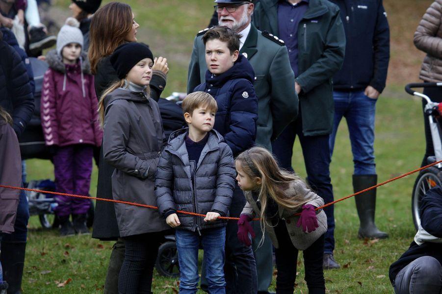 La princesse Mary de Danemark et ses enfants à Klampenborg, le 5 novembre 2017