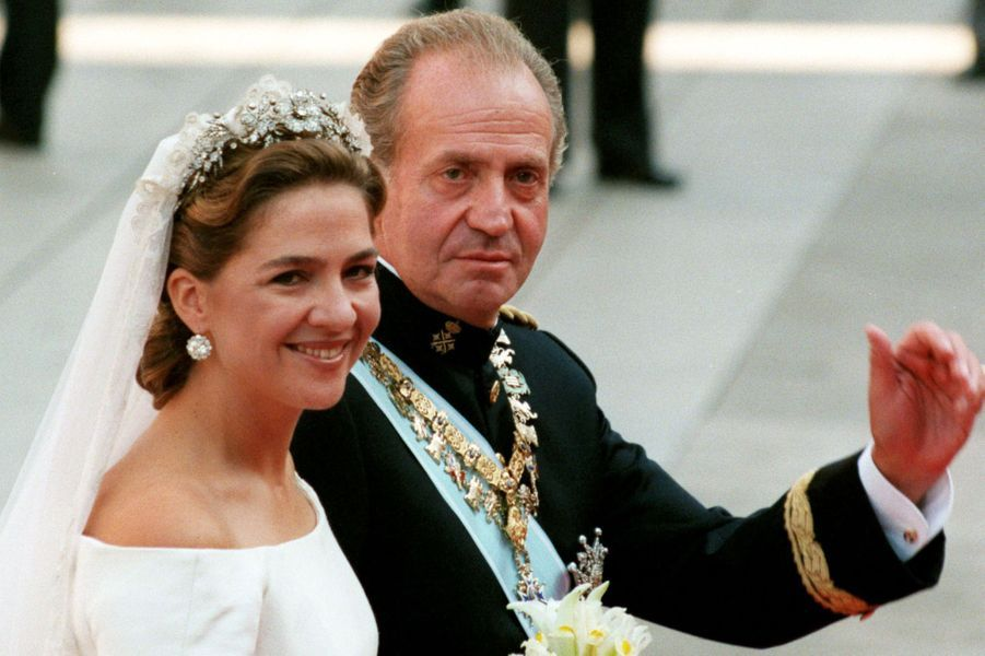 La princesse Cristina d'Espagne avec son père le roi Juan Carlos à Barcelone, le 4 octobre 1997