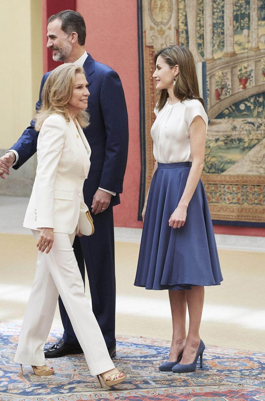 La reine Letizia et le roi Felipe VI d'Espagne en look bicolore à Madrid, le 16 juin 2017