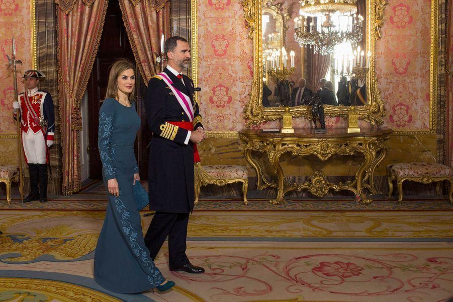 La reine Letizia d'Espagne avec le roi Felipe VI pour les cérémonies de l'Epiphanie, le 6 janvier 2015