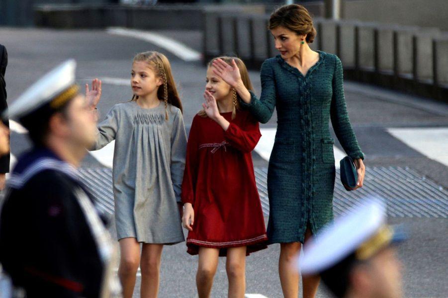 Les princesses Sofia et Leonor avec la reine Letizia d'Espagne à Madrid, le 17 novembre 2016
