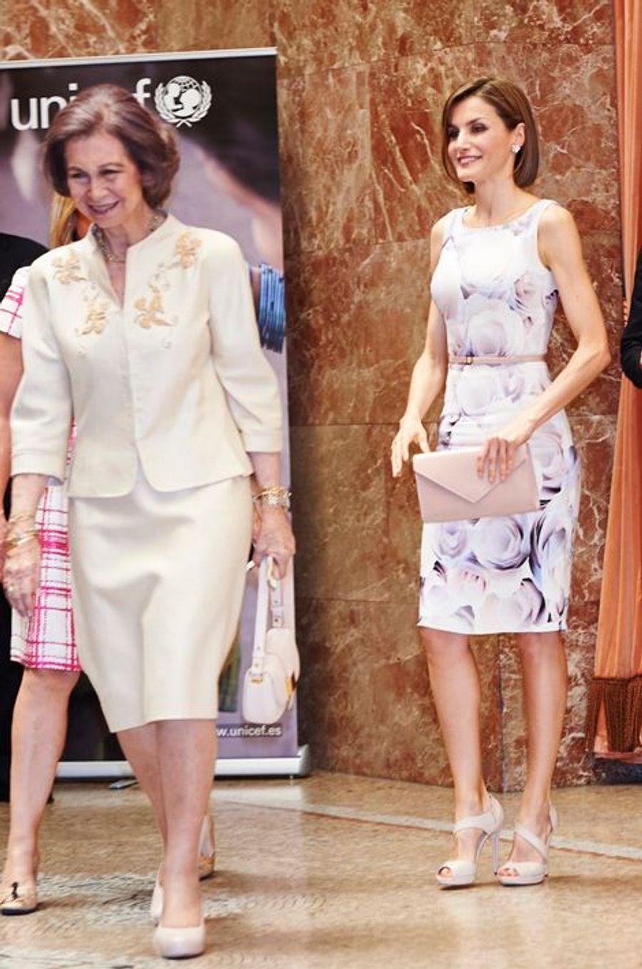La reine Letizia et l'ex-reine Sofia d'Espagne à la remise des prix de l'Unicef à Madrid, le 23 juin 2015