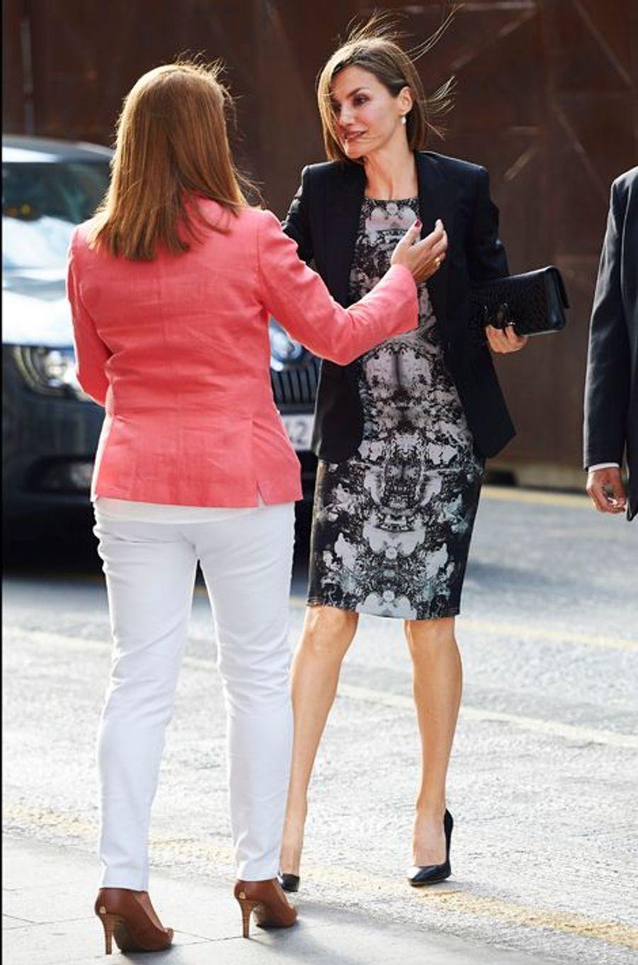 La reine Letizia d'Espagne se rend à la réunion de l'AECC à Madrid, le 9 juin 2015