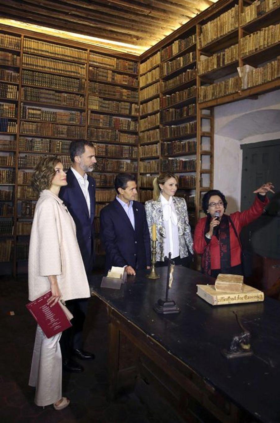 La reine Letizia et le roi Felipe VI avec le président mexicain et sa femme à Guadalupe, le 1er juillet 2015