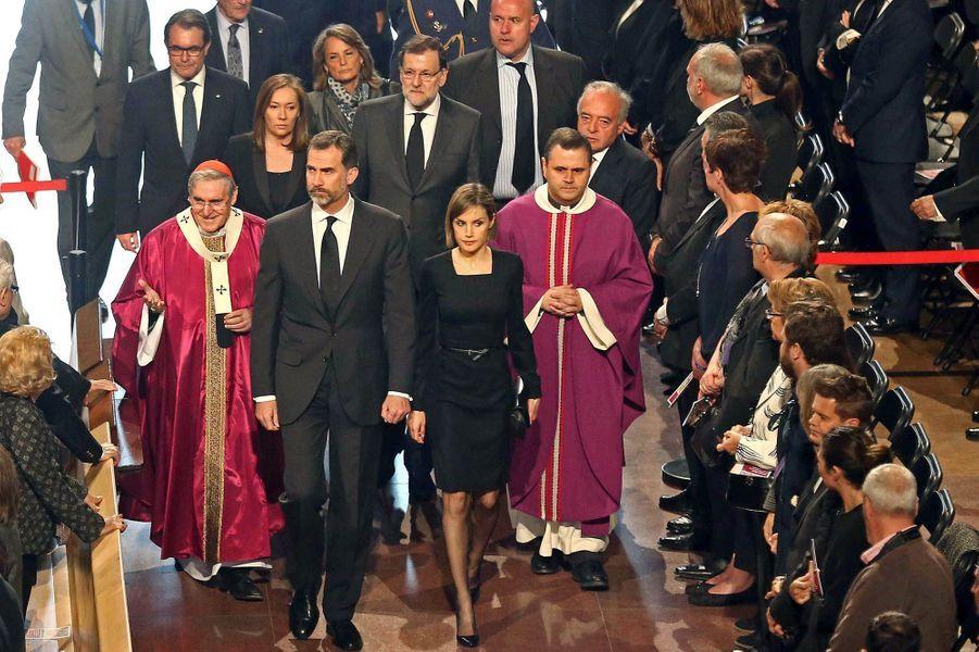 La reine Letizia et le roi Felipe VI d'Espagne à la célébration pour les victimes de l'A320 à Barcelone, le 27 avril 2015