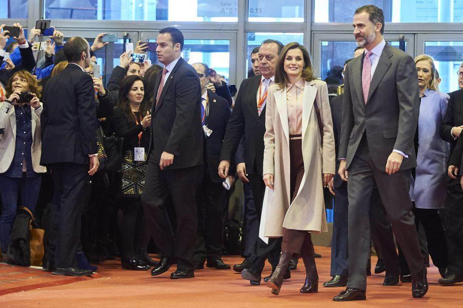 La reine Letizia et le roi Felipe VI d'Espagne à la Foire internationale du tourisme (Fitur) à Madrid, le 18 janvier 2017