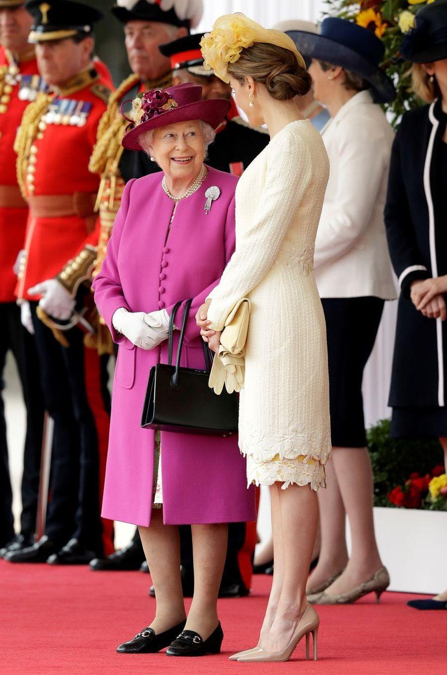 La reine Letizia d'Espagne et la reine Elizabeth II à Londres, le 12 juillet 2017
