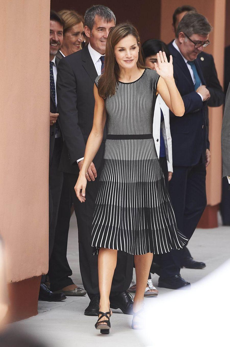 La reine Letizia d'Espagne en Hugo Boss à La Laguna aux Canaries, le 19 septembre 2017