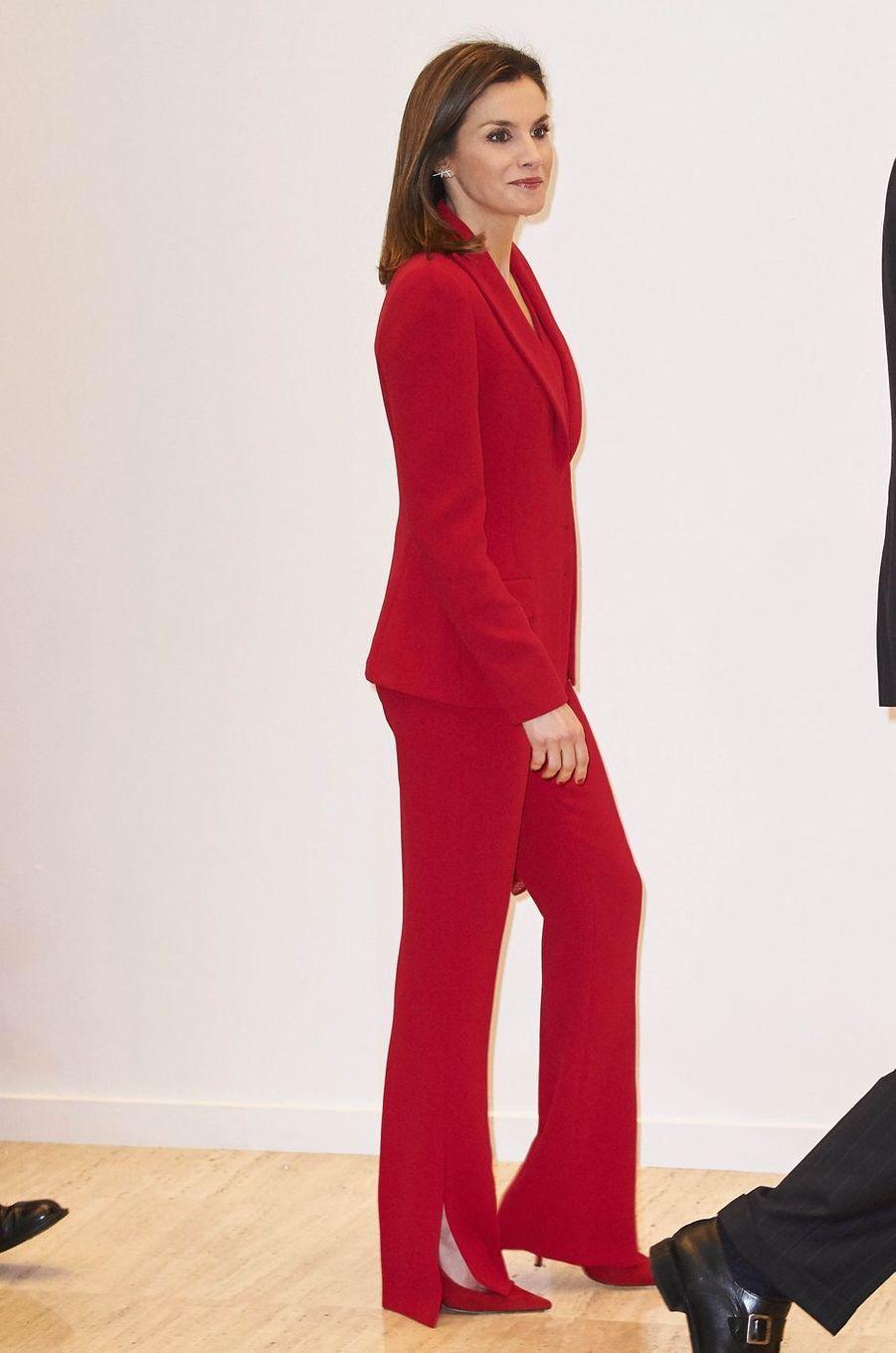 La reine Letizia d'Espagne en total look rouge à Valladolid, le 22 mars 2018