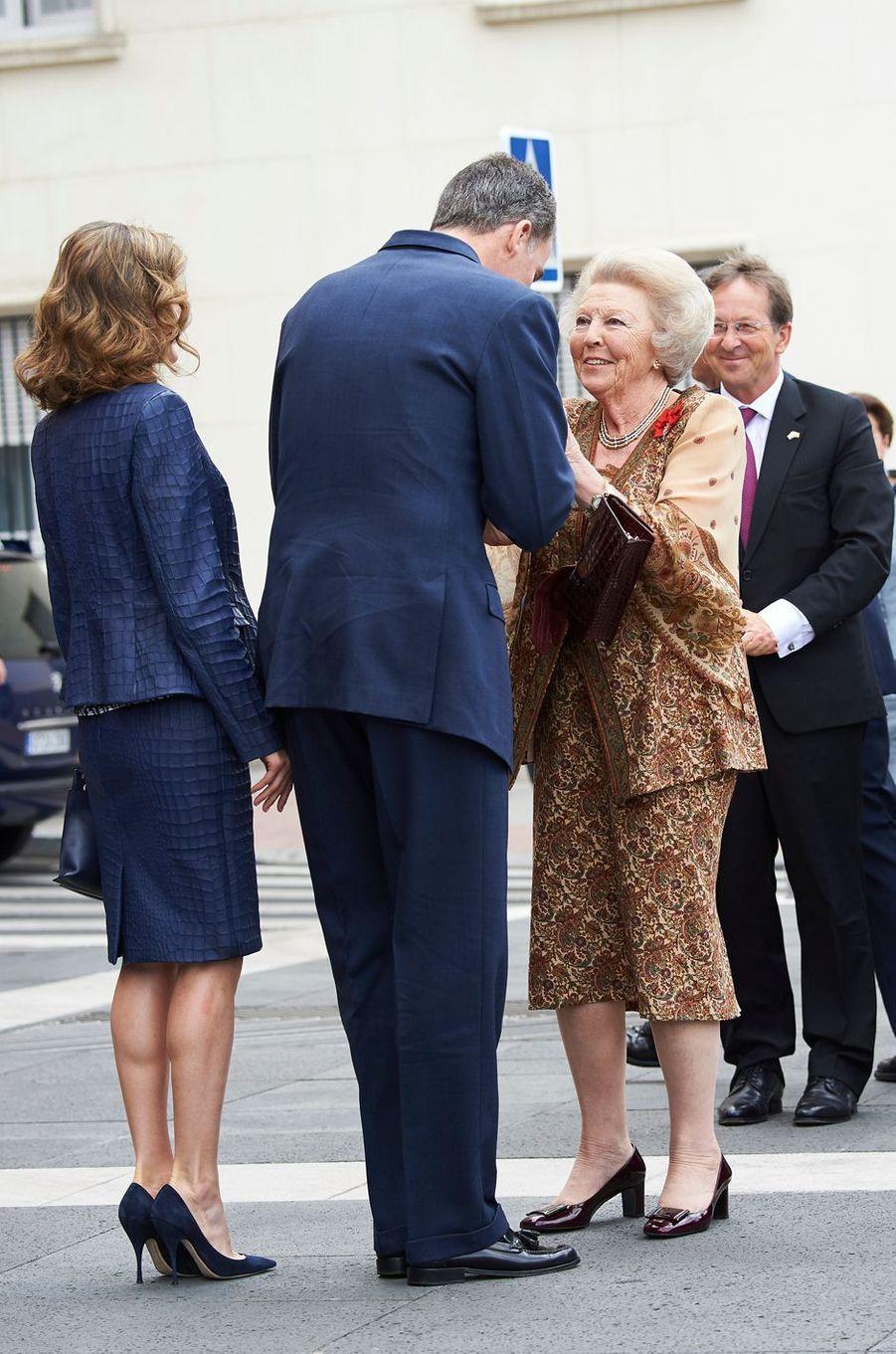 La reine Letizia et le roi Felipe VI d'Espagne avec la princesse Beatrix des Pays-Bas à Madrid, le 30 mai 2016
