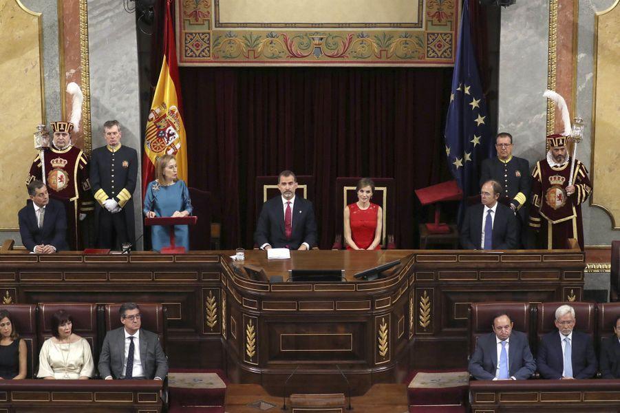La reine Letizia et le roi Felipe VI d'Espagne dans l'hémicycle du Palacio de las Cortes à Madrid, le 28 juin 2017