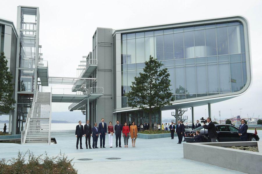 La reine Letizia et le roi Felipe VI d'Espagne devant le centre Botin de Renzo Piano à Santander, le 23 juin 2017