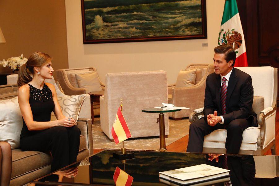 La reine Letizia d'Espagne avec le président des Etats-Unis du Mexique Enrique Pena Nieto à Mexico, le 13 novembre 2017