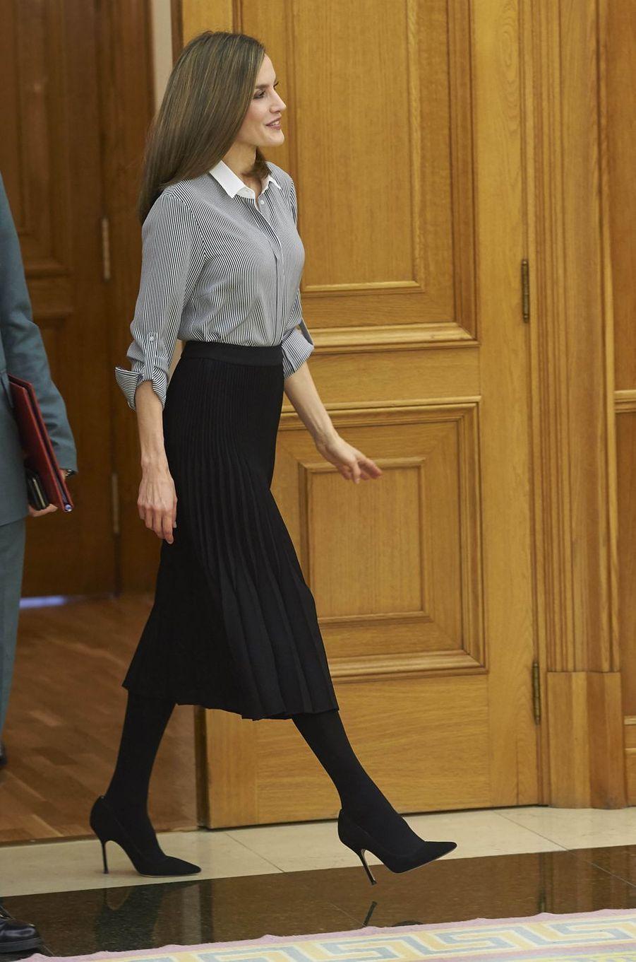 La reine Letizia d'Espagne au Palais de la Zarzuela en solo à Madrid, le 15 février 2017