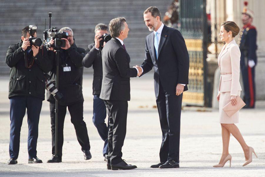 La reine Letizia et le roi Felipe VI d'Espagne avec Mauricio Macri à Madrid, le 22 février 2017