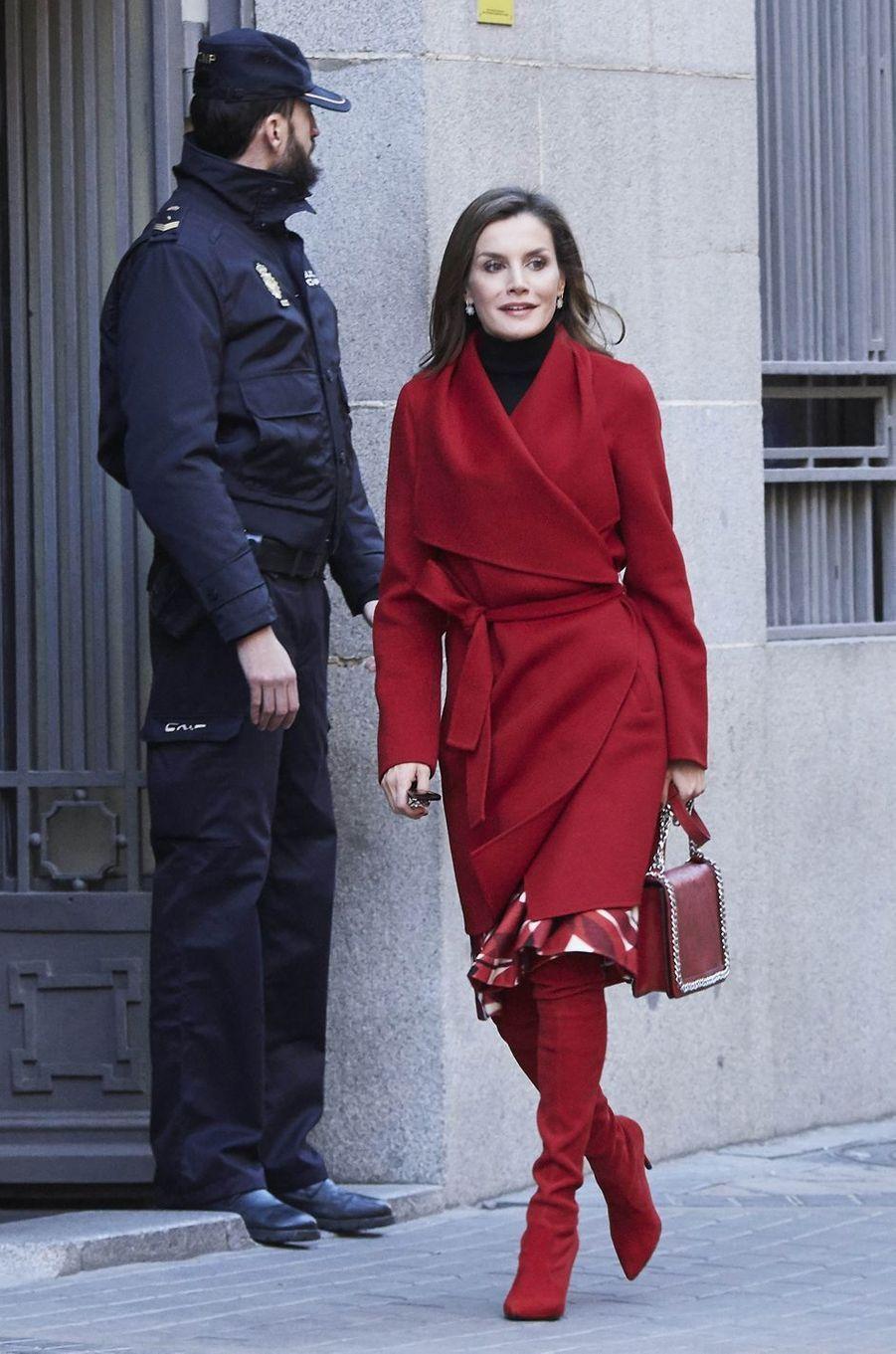 La reine Letizia d'Espagne avec des cuissardes Magrit à Madrid, le 21 décembre 2017