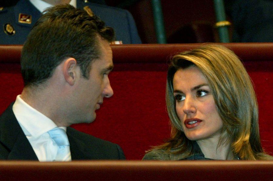 Letizia Ortiz, avec son futur mari le prince Felipe, le 6 décembre 2003