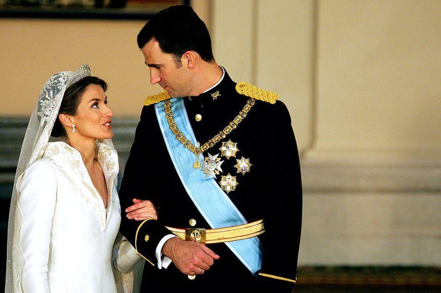 La princesse Letizia d'Espagne et le prince Felipe lors de leur mariage, le 22 mai 2004