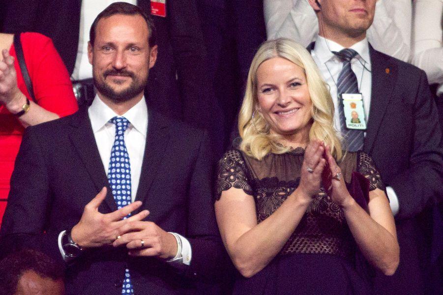 La princesse Mette-Marit et le prince Haakon de Norvège au concert de la Paix à Bærum, le 11 décembre 2015