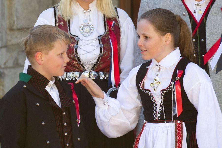 Le prince Sverre Magnus et la princesse Ingrid Alexandra de Norvège à Skaugum, le 17 mai 2016