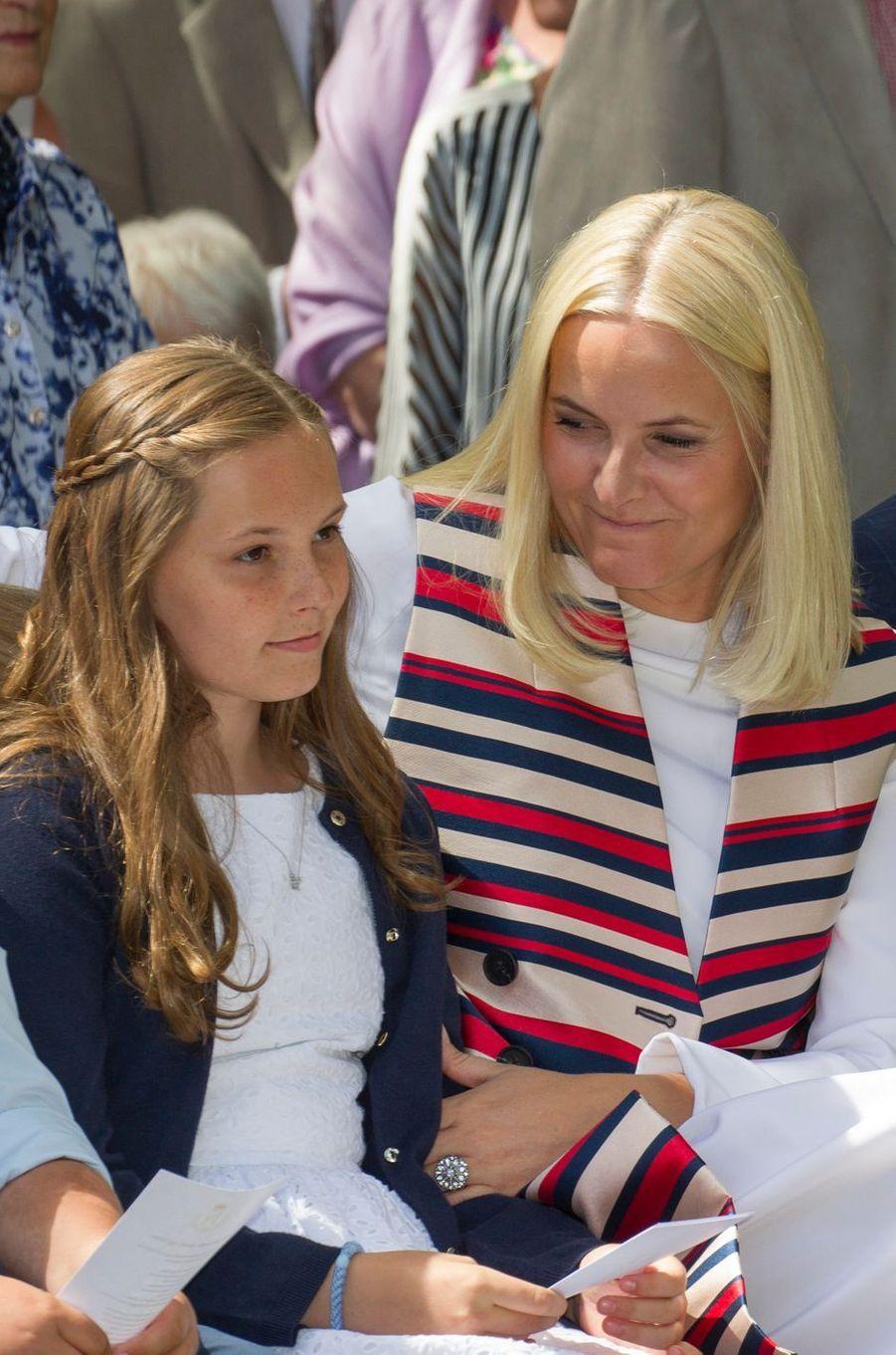 Les princesses Ingrid Alexandra et Mette-Marit de Norvège à Oslo, le 4 juillet 2017