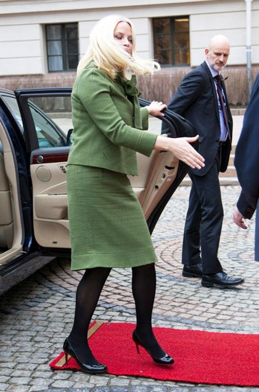 La princesse Mette-Marit arrive à l'université d'Oslo, le 16 mars 2015
