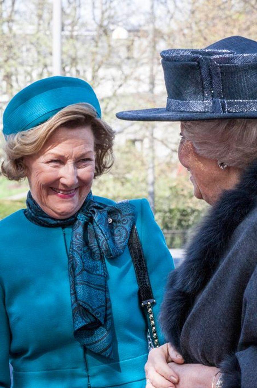 La reine Sonja de Norvège et la princesse Beatrix des Pays-Bas à Oslo, le 9 mai 2015