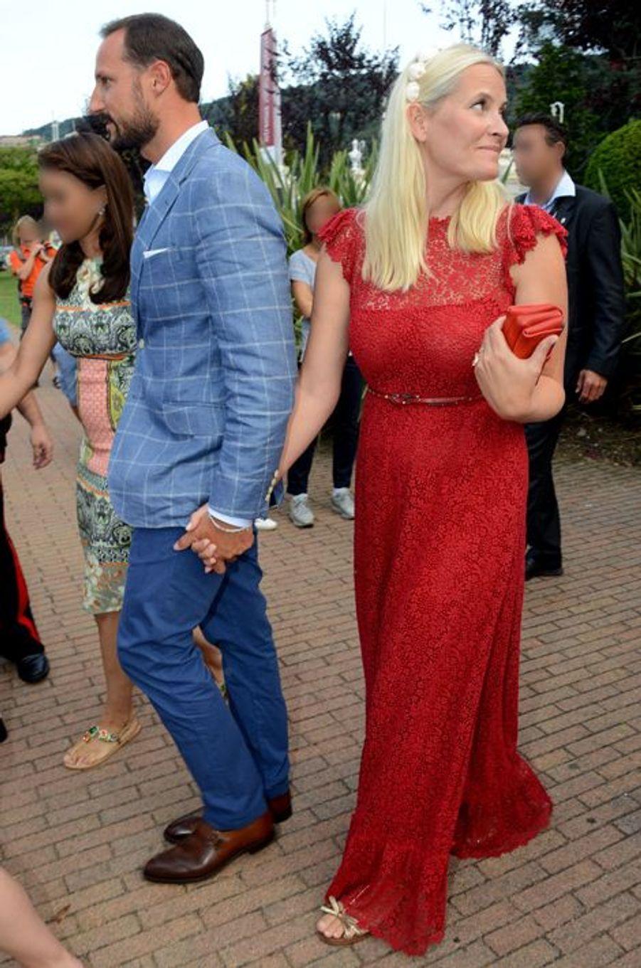 La princesse Mette-Marit et le prince Haakon de Norvège à Stresa, le 31 juillet 2015