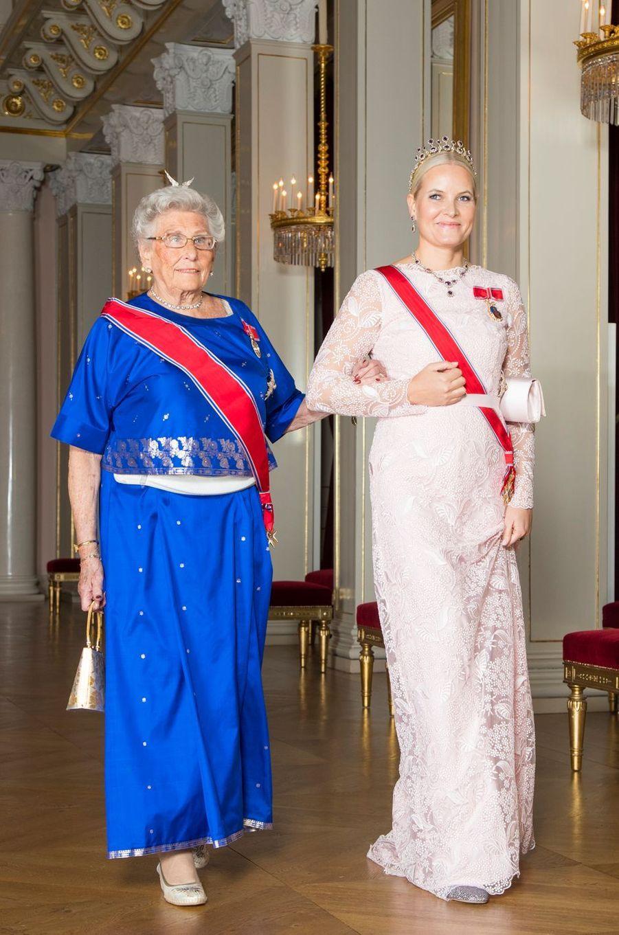 La princesse Mette-Marit de Norvège avec la princesse Astrid à Oslo, le 26 octobre 2017