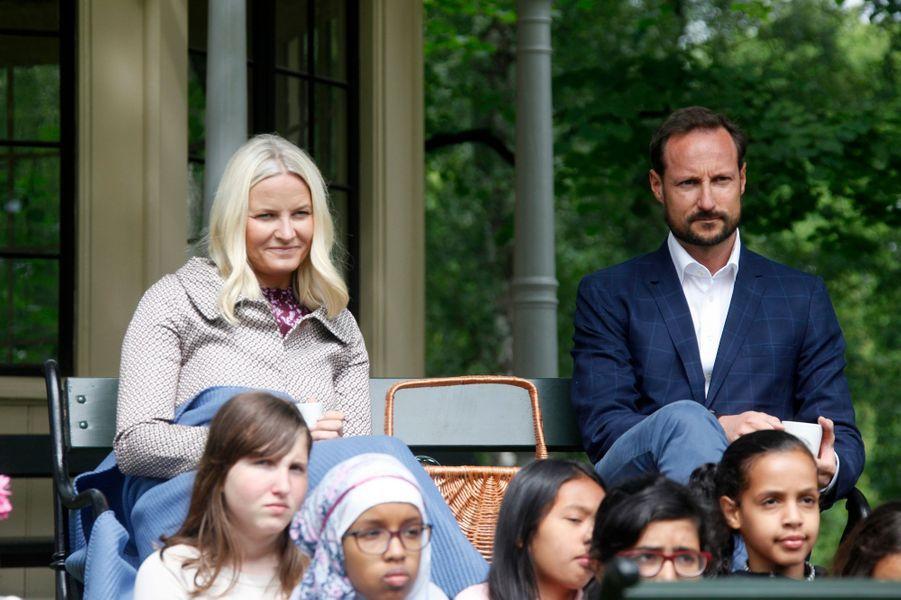 La-princesse-Mette-Marit-et-le-prince-Haakon-de-Norvege-a-Oslo-le-20-juin-2016.jpg