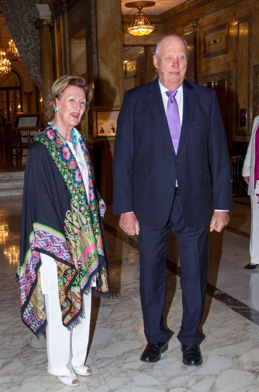 La reine Sonja et le roi Harald V de Norvège à Buenos Aires, le 5 mars 2018, à la veille de leur visite d'Etat en Argentine