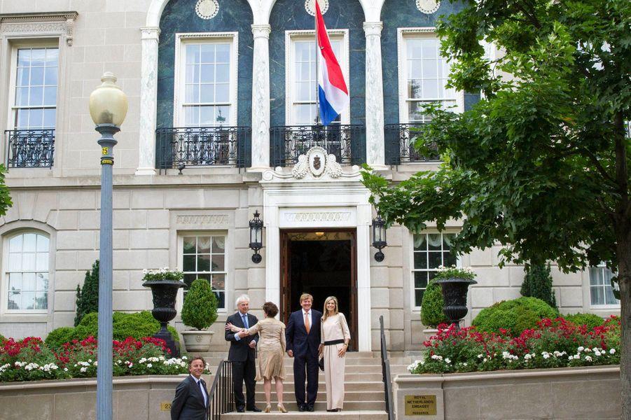 La reine Maxima et le roi Willem-Alexander avec l'ambassadeur des Pays-Bas et sa femme à Washington, le 31 mai 2015