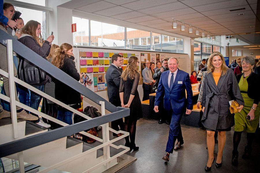 La reine Maxima des Pays-Bas accueillie en chanson à la Thomas More Hogeschool à Rotterdam, le 7 décembre 2016