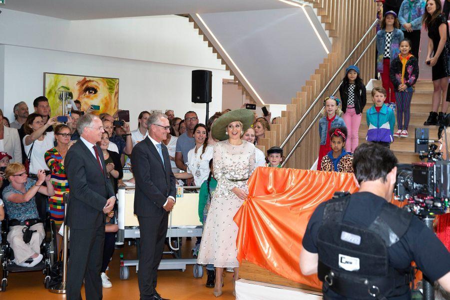 La reine Maxima des Pays-Bas inaugure le nouveau bâtiment du centre d'oncologie pédiatrique Princesse Maxima à Utrecht, le 5 juin 2018