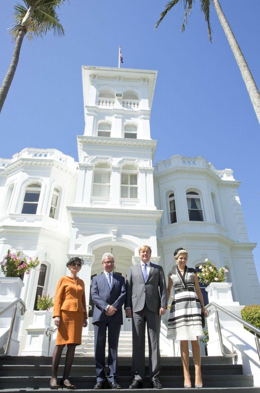 La reine Maxima et le roi Willem-Alexander des Pays-Bas avec Paul de Jersey, le gouverneur du Queensland, et sa femme à Brisbane, le 4 novembre 2016