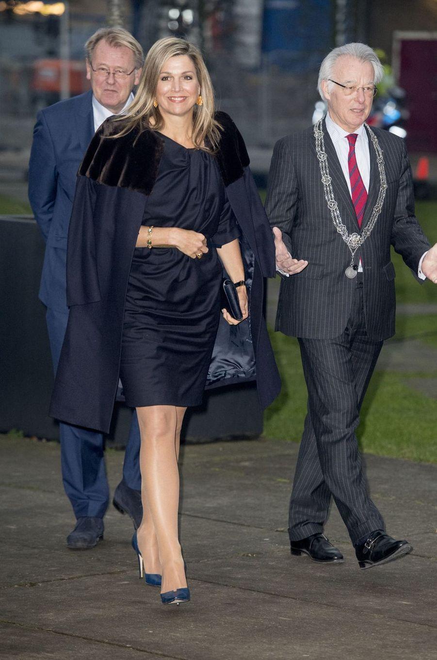 La reine Maxima des Pays-Bas tout en noir à La Haye, le 23 janvier 2017