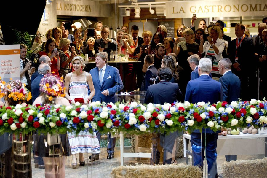 La reine Maxima et le roi Willem-Alexander des Pays-Bas ches Eataly à Milan, le 22 juin 2017