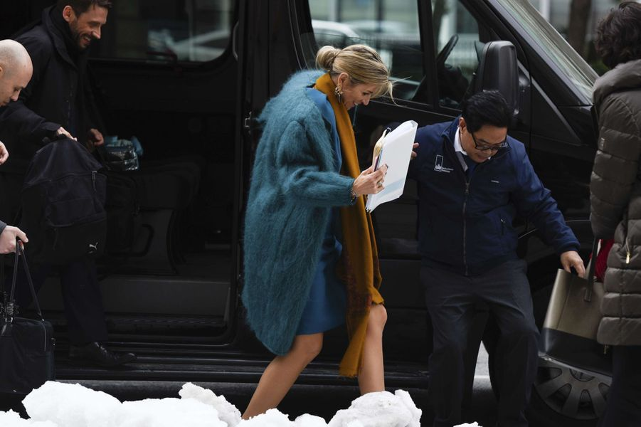 La reine Maxima des Pays-Bas en stilettos dans la neige à Washington, le 15 mars 2017