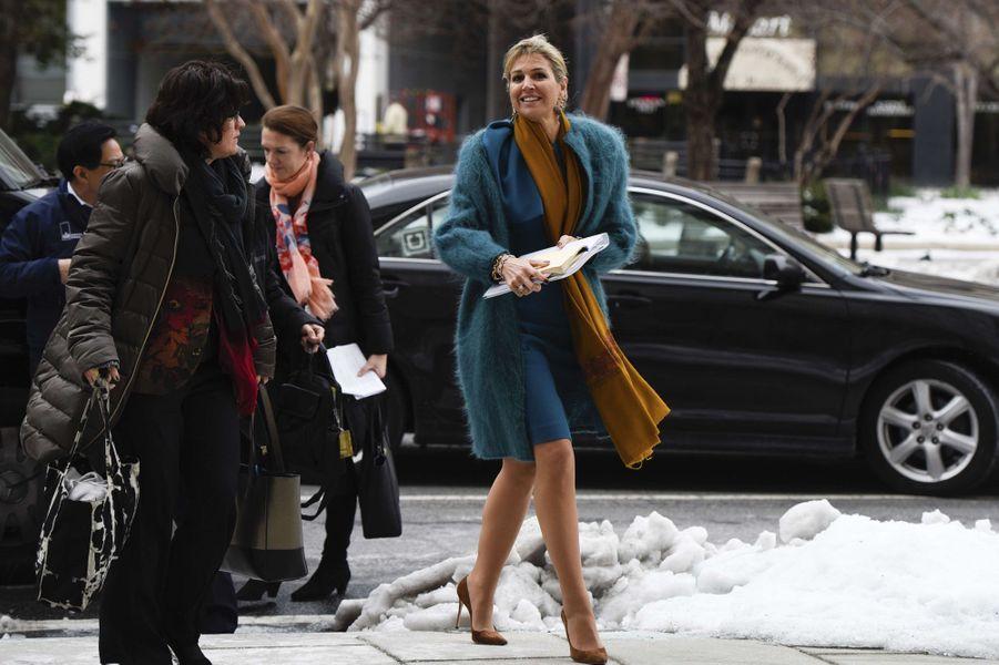 La reine Maxima des Pays-Bas dans son manteau bleu Natan à Washington, le 15 mars 2017