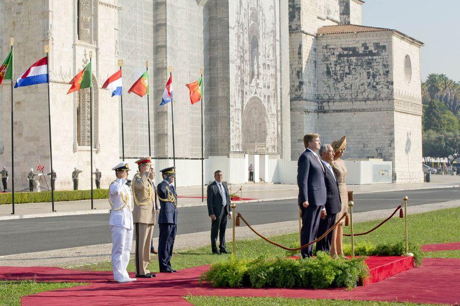 La reine Maxima et le roi Willem-Alexander des Pays-Bas avec le président portugais à Lisbonne, le 10 octobre 2017