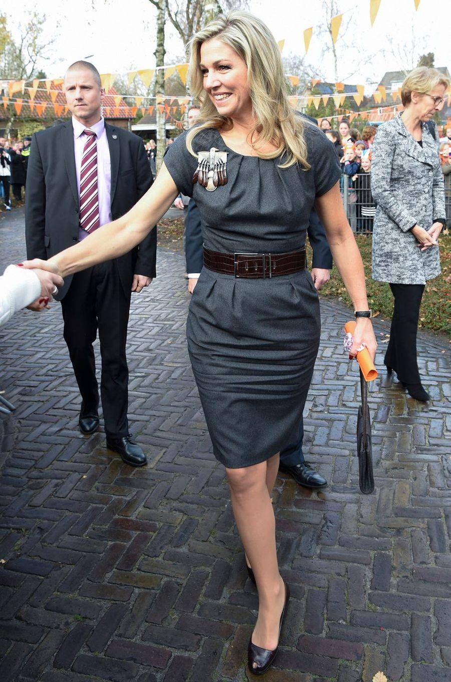 La reine Maxima des Pays-Bas dans une robe Natan à Aalst, le 2 décembre 2016