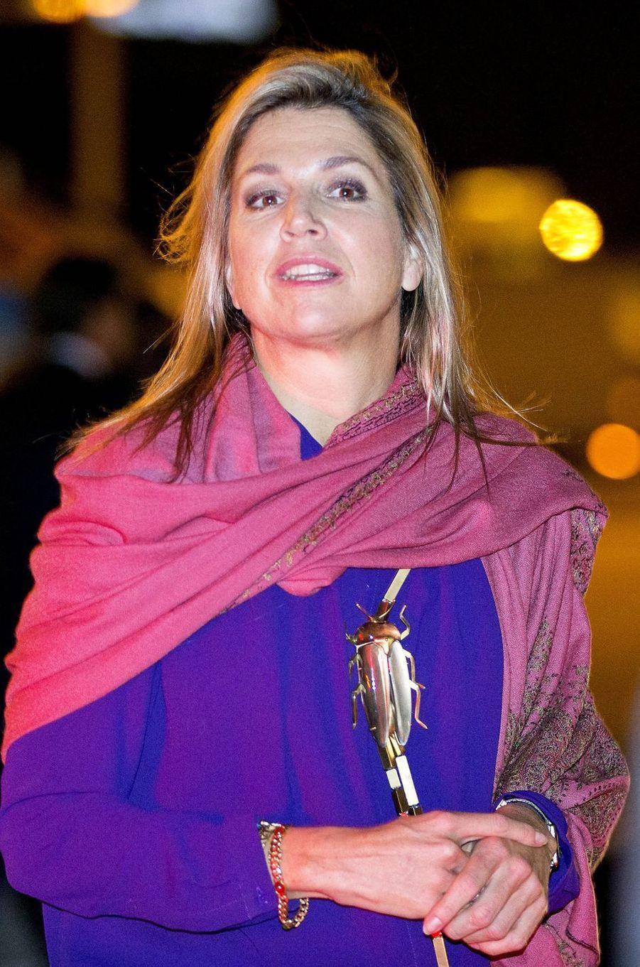 La reine Maxima des Pays-Bas et son bijou scarabée à Lisbonne, le 9 octobre 2017