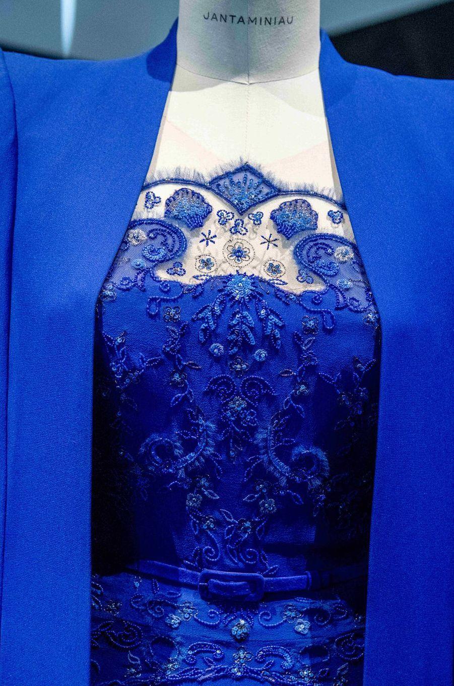 Détail de la robe de la reine Maxima des Pays-Bas pour l'intronisation du roi Willem-Alexander. Exposition Jan Taminiau au Centraal Museum à Utrecht, le 25 avril 2018