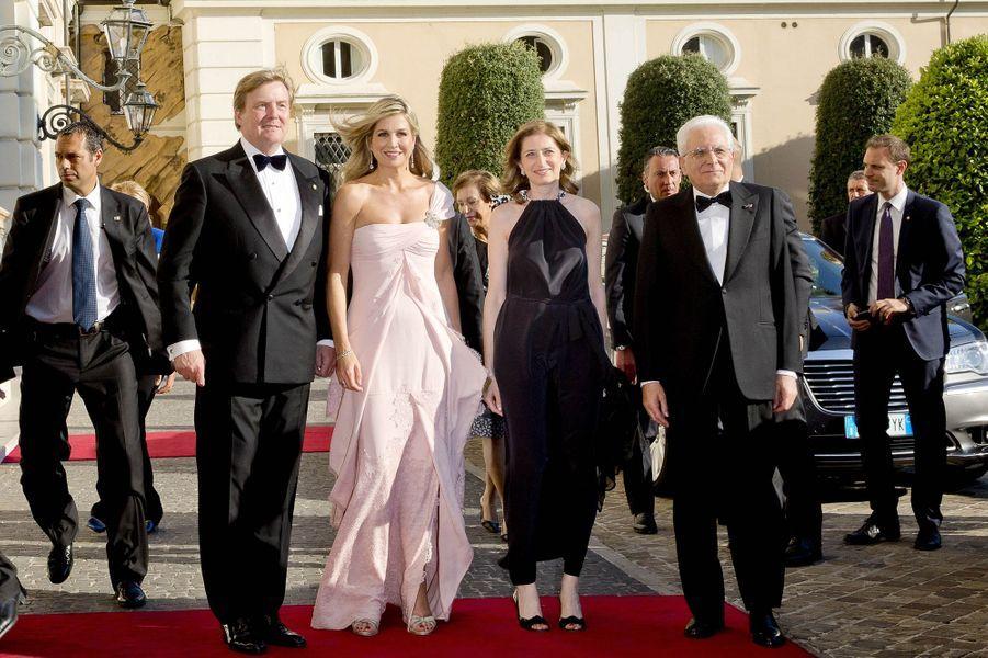 La reine Maxima et le roi Willem-Alexander des Pays-Bas avec le président italien Sergio Mattarella et sa fille Laura à Rome, le 21 juin 2017